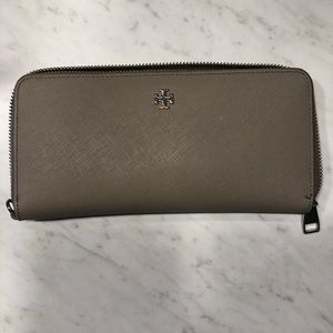 Tory Burch Large Wallet in French Grey